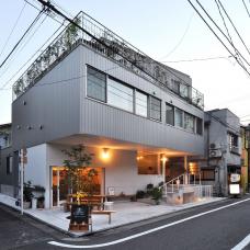 apartments_with_a_small_restaurant_tokio_2014_naka_architects_studio_c_naka_architects_studio.png