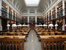 Dr. Marcus Gossler - Eigenes Werk  Der Lesesaal der Universitätsbibliothek Graz (19. Jahrhundert) am 2. September 2003. Das Bild wurde von Dr. Marcus Gossler aufgenommen und hochgeladen.