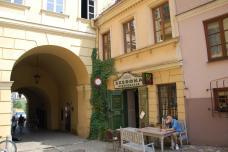 4_gastgarten_kuenstlercafe_in_der_altstadt_von_lublin.jpg