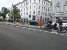 bild_2_szenische_intervention_verkehrsinseln_griesplatz-karlauerstrasse_aufbau.jpg