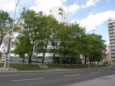 3-_gurtelturm_neu_mit_erhaltenem_park_sitzgarten.jpg