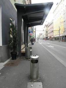 Stadtmobiliar Wartehäuschen mit