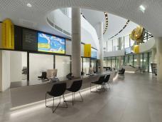 schalterbereich_lobby_c_pichler_traupmann_architekten_foto._roland_halbe.jpg