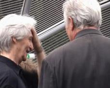 Eilfried Huth im Gespräch mit Kollegen, 2003