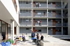 FrauenWohnen München-Riem, Terrasse Gemeinschaftsraum, Planung: Planungsgemeinschaft Zwischenräume München, Foto: FrauenWohnen eG