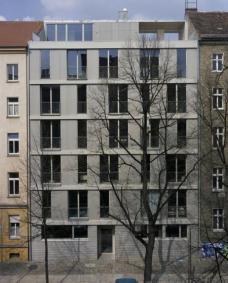 "Projekt: ""A52 - ten in one"", Anklamerstr 52, Berlin-Prenzlauer Berg, Arch. roedig + schop, Berlin. ::::: Das fertige Haus der 10 Bauherrn in der Anklamerstraße, Foto: roedig + schop."