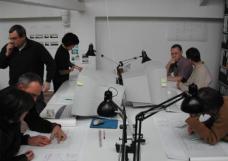 Projekt A52: Die Baugruppe bei der Planungsarbeit mit den Architekten.Foto: roedig +schop.