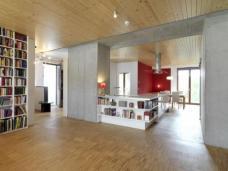 Projekt e3: Beispiel eines Innenausbaus mit Holzfussboden und Holzdecke, Foto: kaden-klingbeil