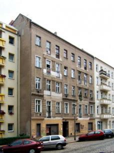 Projekt: Pintschstrasse 5, Berlin- Friedrichshain. genowo eG, Architekt Michael Hess ::::: Straßenansicht vor Sanierung. Foto: genowo eG