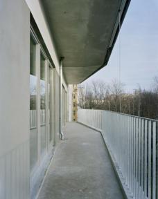 K20: Kreutzigerstraße 20, Berlin-Friedrichshain, Architekten roedig.schop Berlin. Verbindende gartenseitige Balkone. Foto roedig + schop