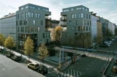 Projekt RuSc, Ruppinerstraße/Schönholzerstraße Berlin, zanderroth architekten Berlin ::::: Bei dem Projekt entstand -  neben zwei Wohnhäusern - auch ein öffentlicher Platz. Foto: Andrea Kroth.