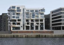 Projekt Baufeld 10 HafenCity Hamburg, LOVE architecture and urbanism ZT GmbH Graz ::::: Ansicht vom Hafenbecken, Foto: Anke Müllerklein
