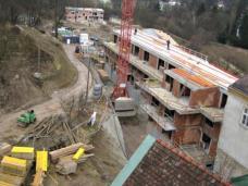 Wohnheim B.R.O.T. Wien-Kalksburg. Vorne Neubau (Wirtschaftstrakt), hinten: Neubau anstelle ehem. Gärtnerhaus. Architekt Franz Kuzmich. Foto: Büro Kuzmich