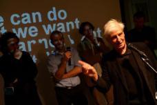 """Architekt Eilfried Huth als Moderator bei der Veranstaltung """"Young Blood"""", 2006 im Stadtmuseum Graz. Foto: (c) Max Wegscheider"""