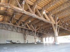 """Zwei Drittel der """"Halle 11"""" wurden, um einige Meter verschoben, wieder aufgebaut. Sie grenzt nun als Messehalle B unmittelbar an die neu errichtete Messehalle A von Riegler Riewe Architekten an. Foto: Eva Mohringer-Milowiz."""