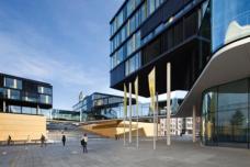 AachenMünchner Direktionsgebüde (Aachen; 2010): abwechslungsreiche Abfolge von Durchwegungen und Plätzen im öffentlichen Raum. Planung: kadawittfeldarchitektur, Aachen. Fotos: Jens Kirchner
