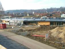 Ostansicht mit Eingang. Foto: Gemeinde Bad Blumau (Stand Ende Mai 2010)