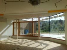 Blick aus einem der Klassenzimmer zum Freibereich. Foto: Feyferlik/Fritzer, Graz