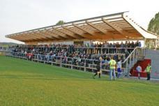 Das Sportgebäude und die beiden Fußballplätze wurden bereits im März 2010 ihrer Bestimmung übergeben. Planung: Feyferlik/Fritzer. Foto: Gemeinde Bad Blumau