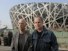Jaques Herzog und Pierre de Meuron vor ihrem Werk