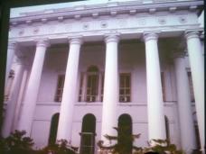 Kolkata, viktorianischer Baustil. Das Britische Empire richtete hier schon im 19. Jahrhundert Museen, Kunsthochschulen, Galerien und Theater ein.