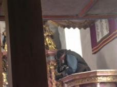 Die Kamerafrau auf der Kanzel