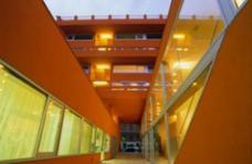 Wohnanlage Sargfabrik, Verbindungsgang zur Straße, Zugang, Planung: BKK-2 ZT GmbH. Foto: © Herta Hurnaus