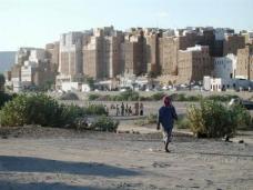 Die Stadt Shibam im Jemen stammt aus dem 3. Jahrhundert und ist UNESCO Weltkulturerbe. (Foto: Flickr/Davide - www.flickr.com/photos/erling)
