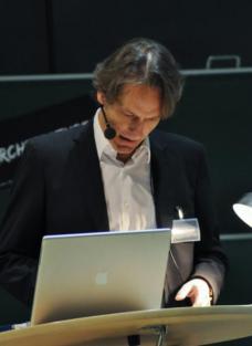 Anselm Wagner, Architektur- und Kunsthistoriker, -theoretiker und -publizist ist Professor am IAKK der Architekturfakultät, TU Graz
