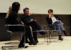Ana Jeinic vom IAKK im Gespräch mit Rixt Hoekstra, Tahl Kaminer und Daniel Gethmann.