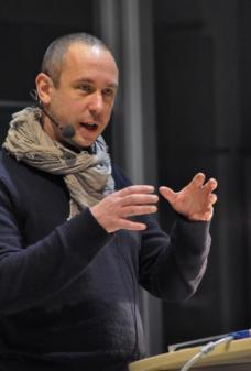 Andreas Rumpfhuber ist Architekt und Architekturtheoretiker in Wien und hatte Lehraufträge an mehreren Universitäten.