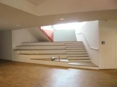Baustellenfoto: Die Theatertreppe vom Untergeschoß ins Erdgeschoß. (Foto: .tmp architekten)