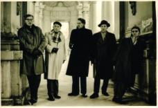 Exkursion der TH Graz nach Berlin zur INTERBAU 1956, von li.: Michael Zotter, Eugen Gross; Friedl Groß, Erich Eder, Raimund Abraham