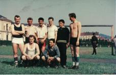 TU-Fußballmannschaft mit Raimund Abraham (2. v. re) und Günther Domenig (hockend re). Foto: Archiv Bernhard Hafner