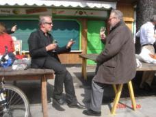Peter Hellweger (re) im Gespräch mit Volker Giencke.