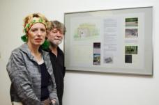 Johanna und Helmut Kandl vor ihrem Wettbewerbsentwurf. (c) Institut für Kunst im öffentlichen Raum