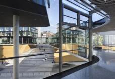 kadawittfeldarchitektur realisierten mit dem Bau auch eine neue direkte Fußwegverbindung zwischen dem Hauptbahnhof und der Innenstadt von Aachen.