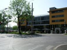 Rund 36 m steht das neue ÖGB Gebäude von der Straßenkante der Eggenberger Allee entfernt. (Planung ÖGB Gebäude: Arch. DI Norbert Frei)