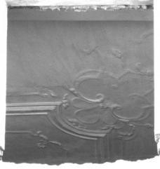 Die Stuckdecke im 1. OG von außen fotografiert