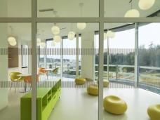 Pflegestation West, Aufenthaltraum. Planung: Ederer + Haghirian Architekten, Graz. Foto: Paul Ott