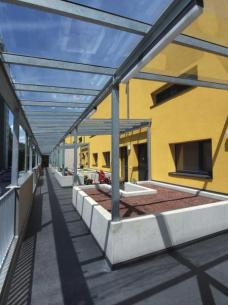 Großzügige Terrassen und Gänge bieten viel Freiraum