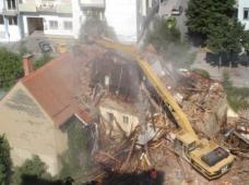 """Der Abriss des Castellhofs im Bezirk Graz-Jakomini im Sommer 2010 war ausschlaggebend für die Gründung der Bürgerinitiative """"SOKO Altstadt"""", die auf die Zerstörung des bauhistorischen Erbes in Graz aufmerksam und dagegen mobil machen möchte."""