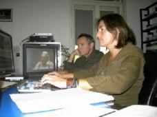 Der Filmregisseur und Autor Wilhelm Hengstler (li) und die Regieassistentin Alexandra Herzog beim Filmschnitt.