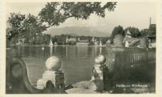 Einige Tempi entlang der Uferbalustrade