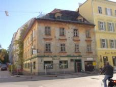 Kommod-Haus in der Grazer Burggasse vor dem Abbruch