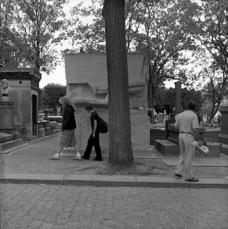 Abb. 17: Grab von Oscar Wilde am Friedhof Père Lachaise in Paris (lange gesucht).