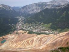 Blick vom Erzberg auf die Stadt Eisenerz
