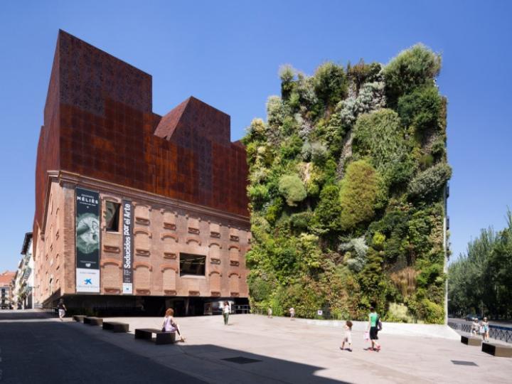 "CaixaForum, the Social and Cultural Centre of ""la Caixa"" Banking Foundation in Madrid, Herzog & De Meuron, 2008 (Foto: © Ruben P. Bescós)"