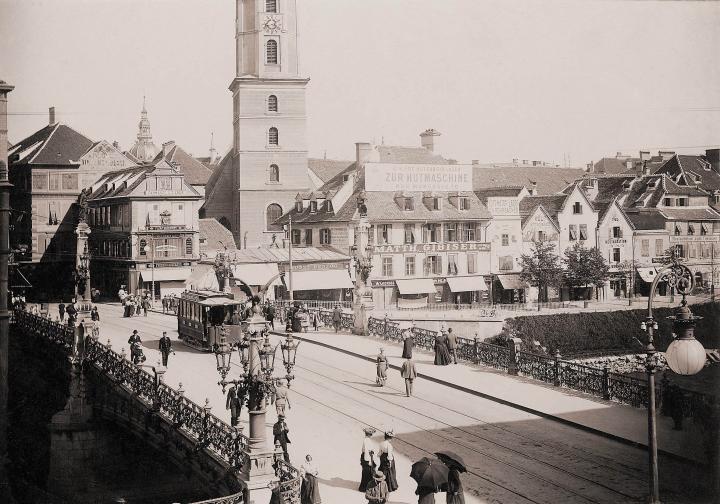 franz-karl-brucke_hauptbrucke_mit_strassenbahnwagen_um_1900._c_steiermarki.landesarchiv_graz.jpg