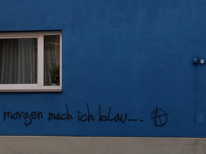 bild_1_rosenkranzgasse_morgen_mach_ich_blau.jpg